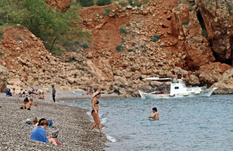 Antalya'da turistler böyle sorgulandı! İçişleri Bakanı Soylu uyarmıştı...