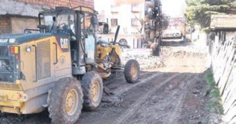 Altındağ'da yol yapımı sürüyor