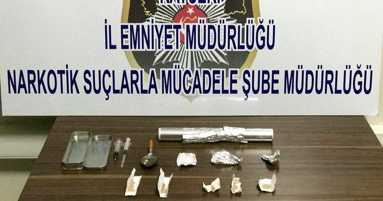 Anne ve oğlu uyuşturucudan gözaltına alındı