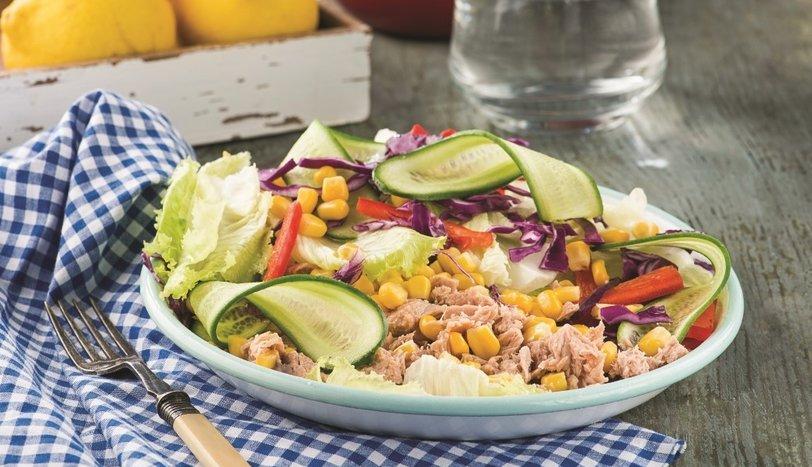 Ton balıklı mısırlı salata