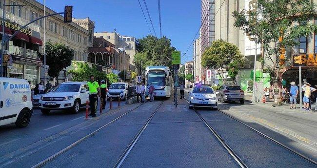 Karaköy'de tramvay yolunda kaza
