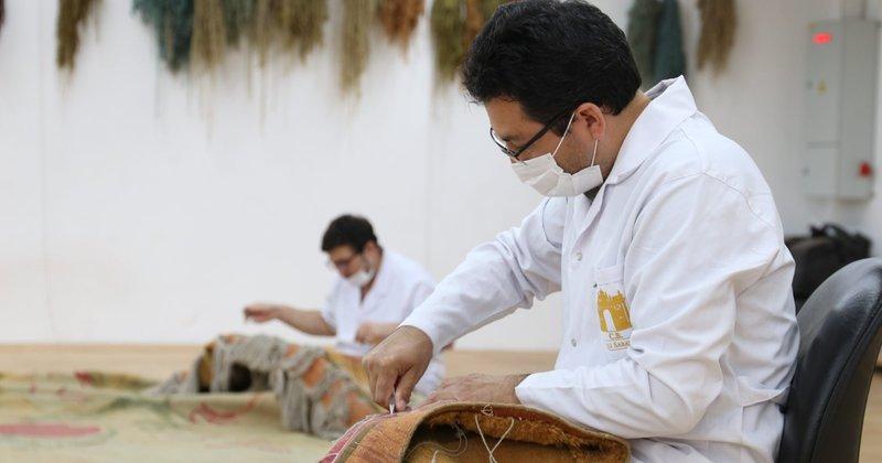Dolmabahçe Sarayı'nın 119 yıllık 1 tonluk halısı restore ediliyor - Son  Dakika Haberler