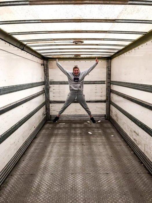 Ev kirasından bıktılar kamyonu eve çevirdiler!