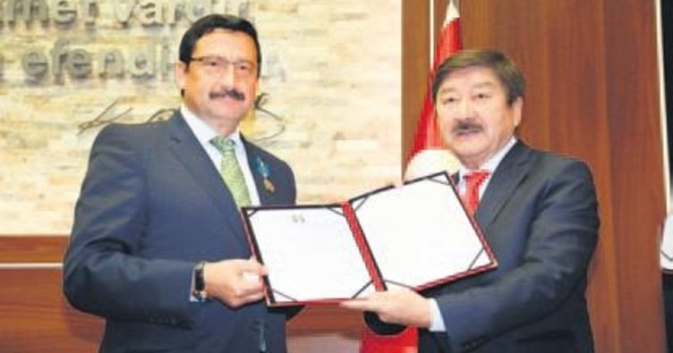 Nazarbayev'den Ak'a madalya
