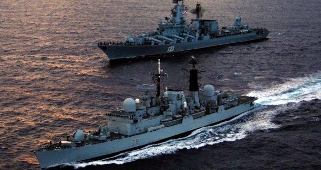 İran savaş gemileri o bölgeye girdi!