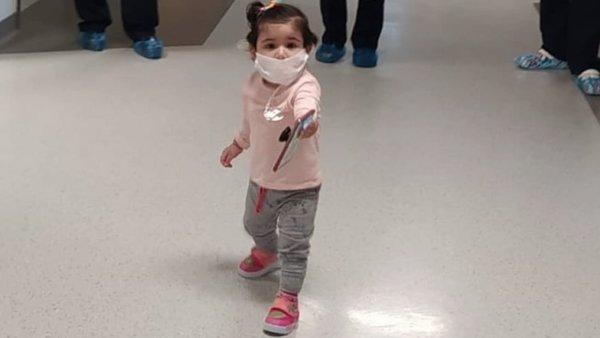 Bursa'da corona virüsüne yakalanan 13 aylık bebek hastalığı yenerek taburcu oldu | Video