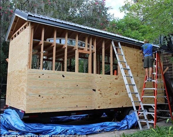 1400 dolara kendi evini yaptı!