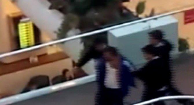 Bomba ihbarı yapıp polise bıçak çektiler