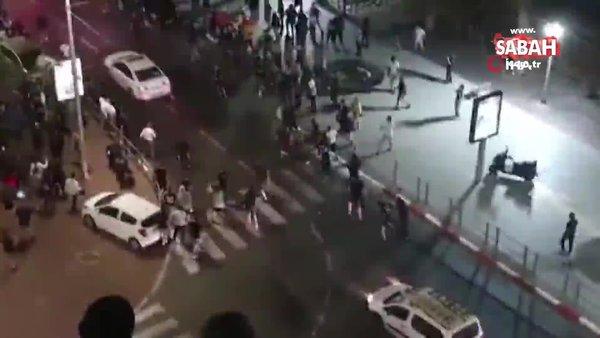 SON DAKİKA: Fanatik Yahudiler Müslümanlara saldırmaya başladı! Filistinli bir kişiyi arabasından çıkarıp linç ettiler   Video
