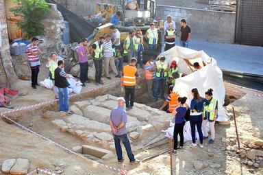 Tam 2 bin 400 yıllık oda mezarı bulundu!
