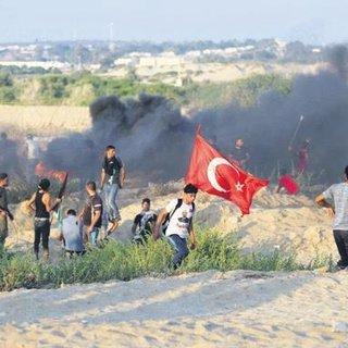 Türk bayraklarıyla İsrail'e direniş sürüyor