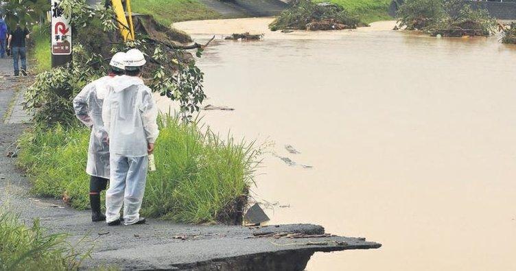 Japonya'yı sel vurdu: 2 ölü, 18 kayıp