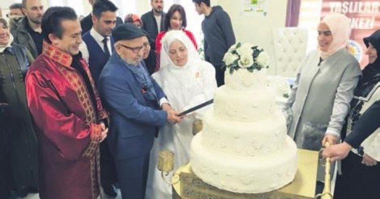 62 yıl sonra gelinlik giyip düğün yaptı