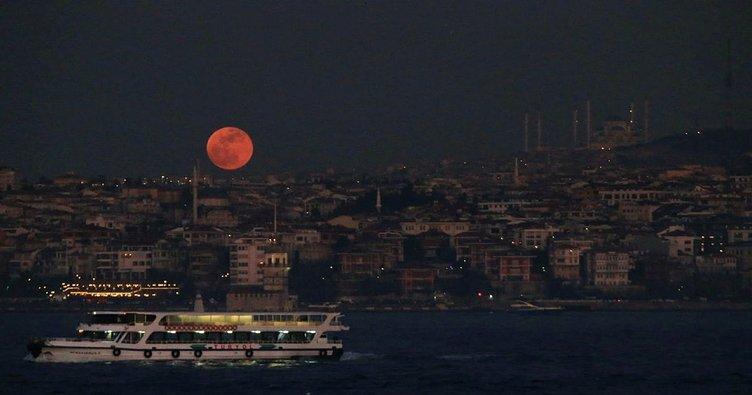 Kanlı ay tutulması canlı izle! Türkiye 2018 Kanlı Ay tutulması ne zaman başlayacak - Saat kaça kadar sürecek?