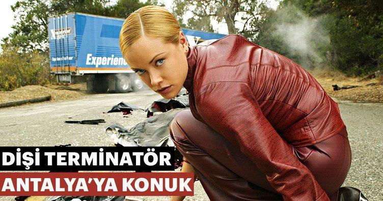 'Dişi Terminatör' Antalya'ya konuk