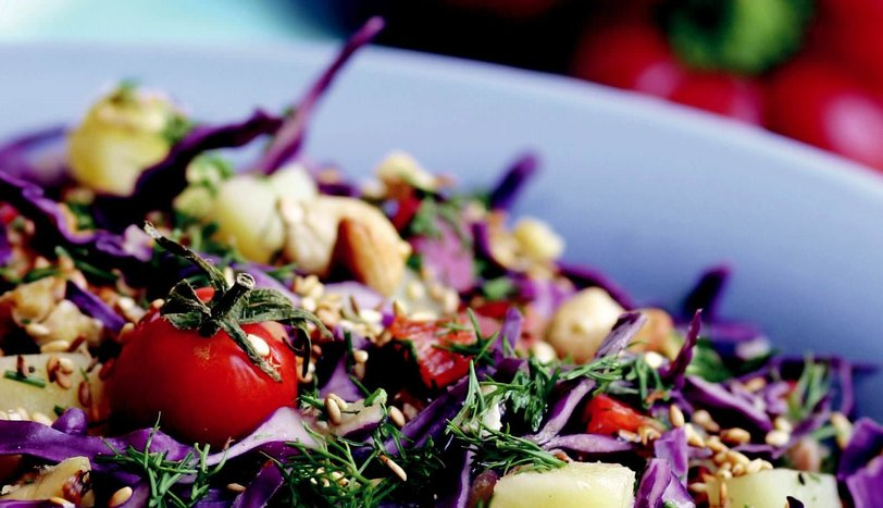 Kuruyemişli Patates Salatası
