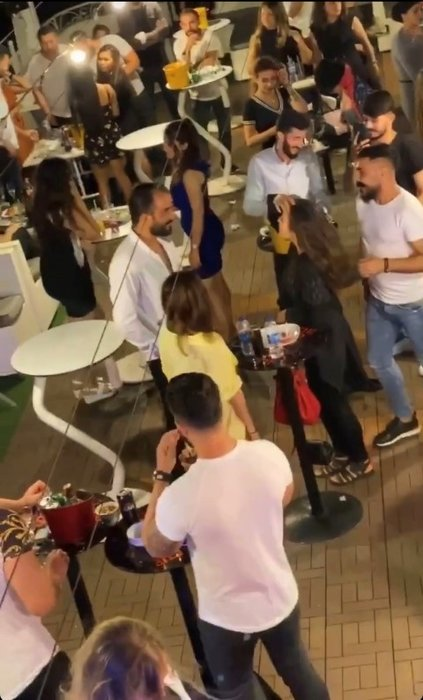 """İstanbul Boğazı'nda """"yüzen kulüplerde"""" salgına rağmen yat partileri kamerada"""
