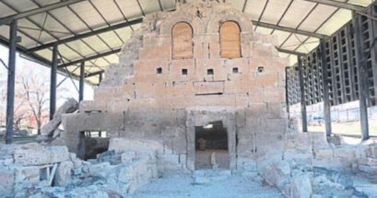 15 asırlık Roma kilisesi turizme kazandırılıyo