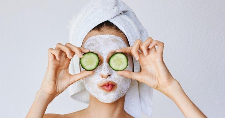 Cildi canlandıran ve lekeleri gideren salatalık maskesi nasıl yapılır? Evde salatalık maskesi tarifi