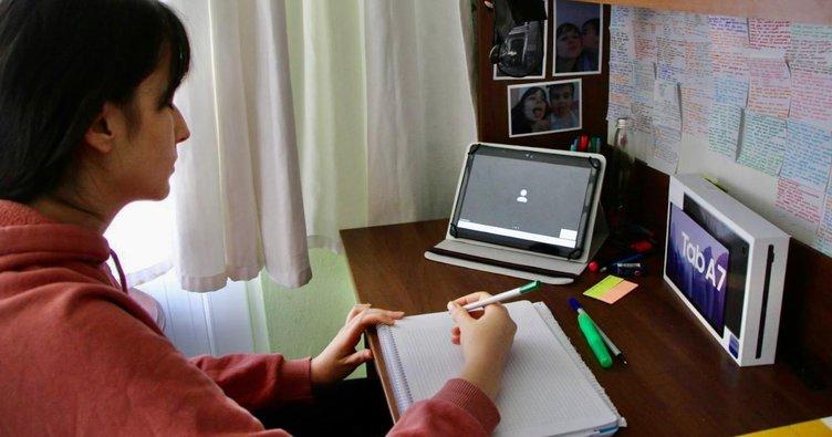 Milli Eğitim Bakanı'ndan Kayserili Fadime'ye tablet! Duvara astığı notlarıyla ders çalışıyordu