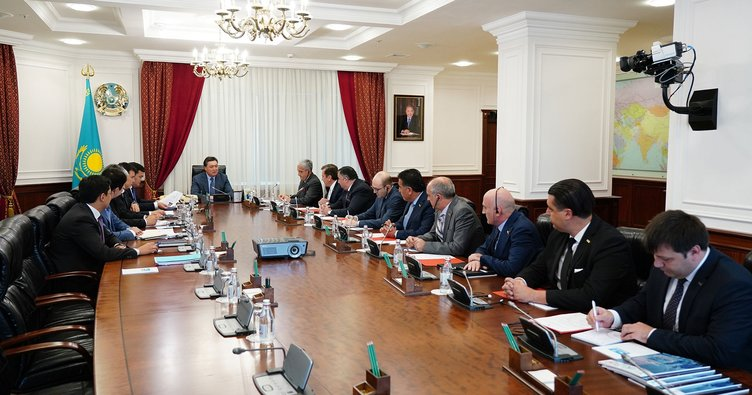 Kazakistan Başbakanı TÜKİB üyeleri ile buluştu