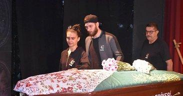 Usta tiyatrocu Jale Birsel ile ilgili gerçek cenazesinde ortaya çıktı
