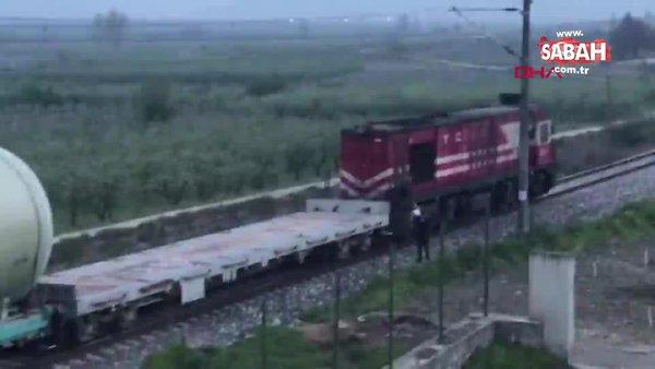 Sakarya'da makinistin treni durdurup kuryeden iftarlık yiyecekleri aldığı anlar kamerada...