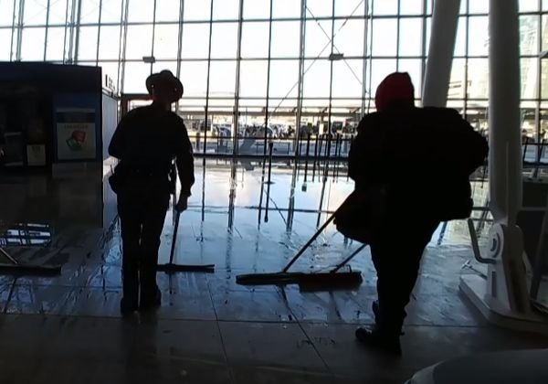 New York'ta JFK Havaalanı'nı su bastı!