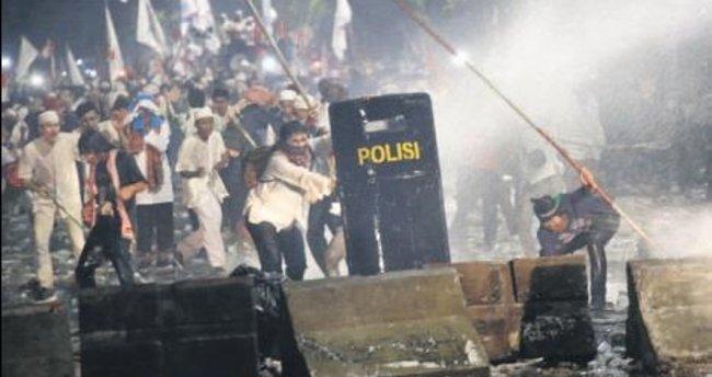 Gösterilerde şiddet geziyi iptal ettirdi