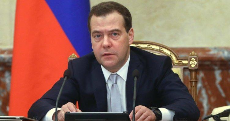 Rusya Başbakanı Medvedev: ABD ticaret savaşı ilan etti!