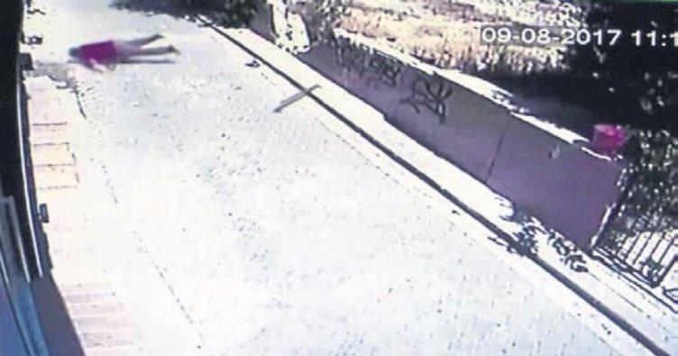Camdan düşen işçi hayatını kaybetti