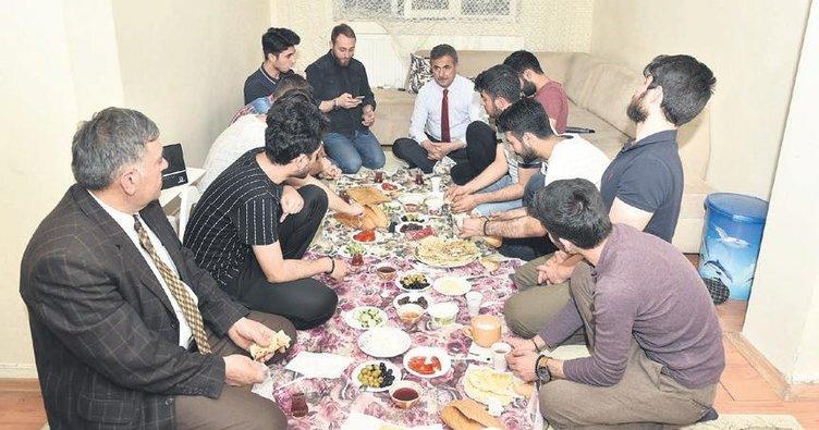 Öğrenciler istedi, başkan Murat Köse gözleme yaptı