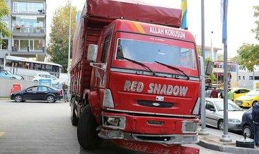 Freni boşalan nakliye kamyonu 9 araca çarptı: 1 yaralı