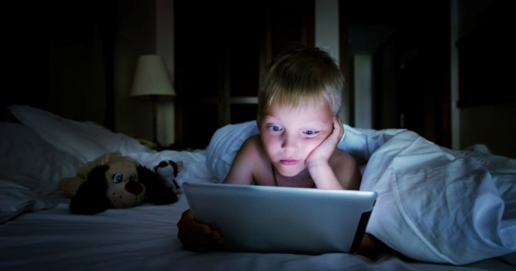 Çocuğunuz Ekrana Bakma Sendromu'na yakalanabilir