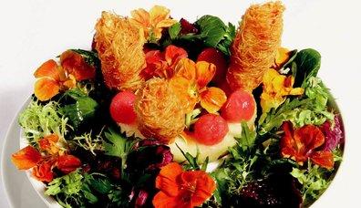 Kadayıfa Sarılı Karides ve Akdeniz Yeşillikleri Salatası