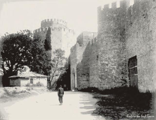 İstanbul'un sır dolu kapıları