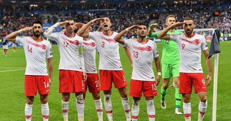 Bu akşam zafer gecesi olsun! Türkiye gruptan nasıl çıkar? İlk iki de EURO 2020'ye gidiyor mu? İşte puan durumu...