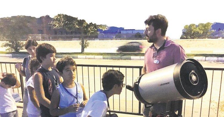 Aile boyu uzay İznik Çinisi'ne macerası