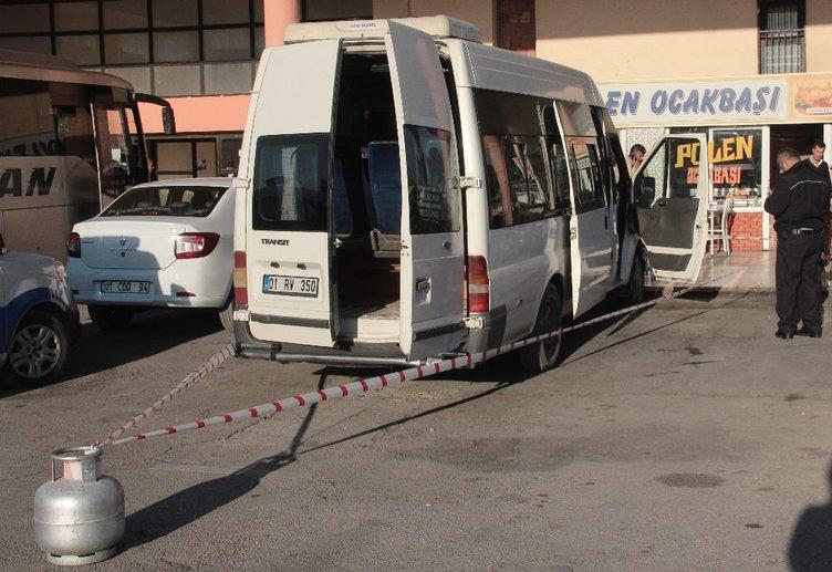 Minibüs sürücüsü aracında ölü bulundu