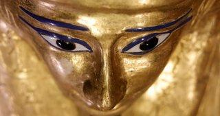 Mısır, 2 bin 100 yıllık antik yaldızlı tabutu sergiledi!