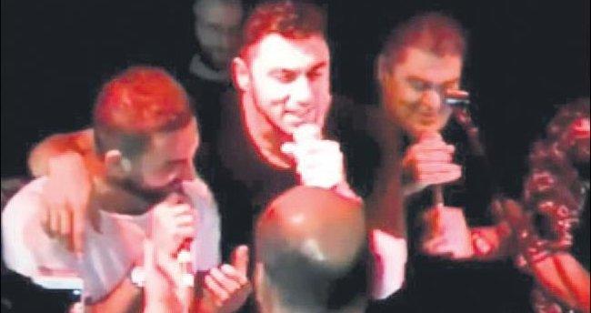 Barış Manço'lu zafer kutlaması