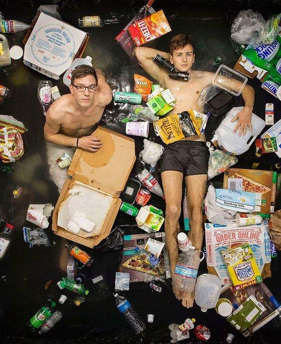 Kendilerini de çöpe attılar