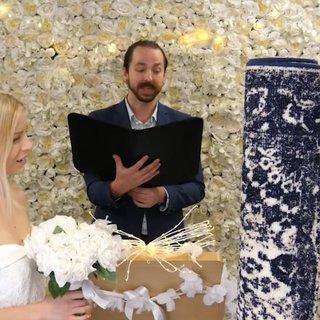 'Pes' dedirten son dakika haberi! 26 yaşındaki kadın halısıyla evlendi...