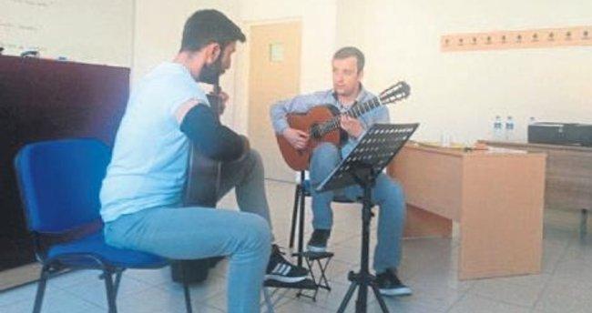 Dünyaca ünlü gitarist Sanel Redzic mest etti