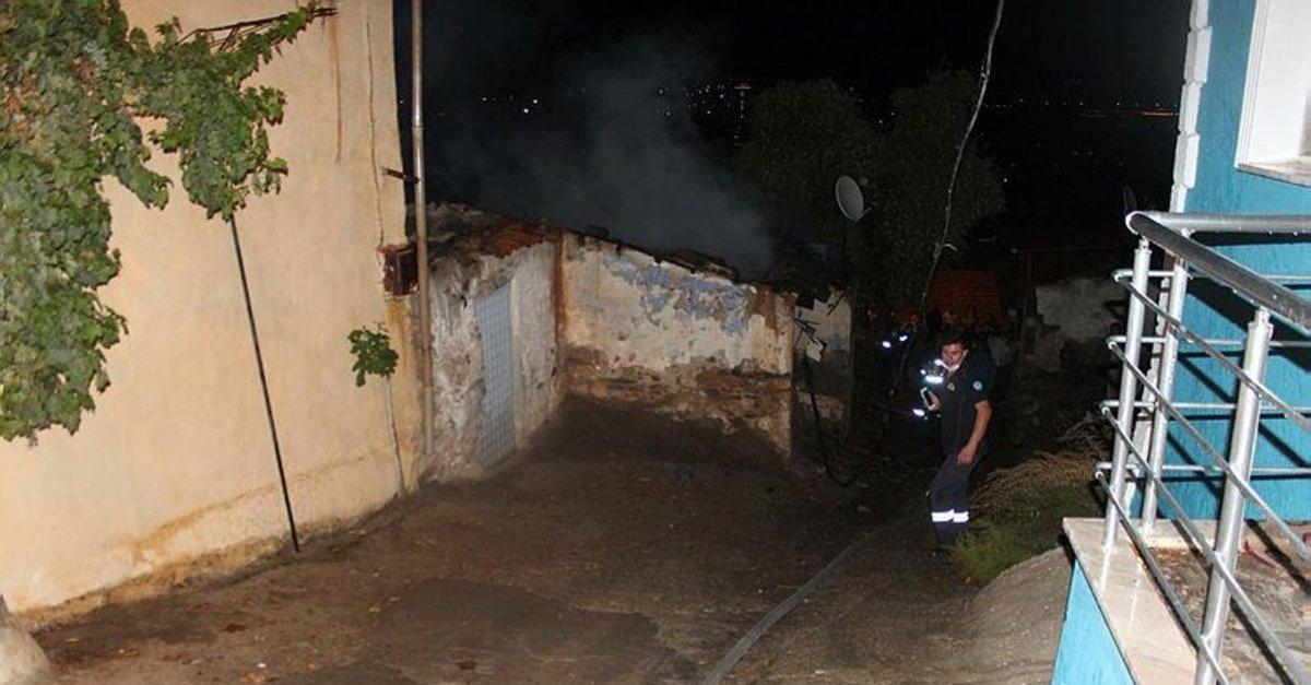 Mum evi tutuşturdu, söndürmeye çalışırken yaralandı