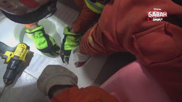 Çin'de ayağı tuvalete sıkışan çocuğu itfaiye ekipleri kurtardı