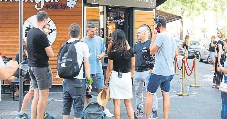 Podolski: 1 yıl daha Antalyaspor'dayım