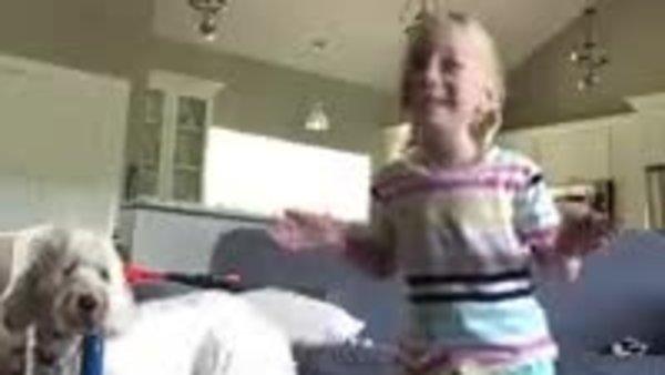 Serebral Palsi teşhisi konulan küçük kızın ilk defa kendi kendine yürüdüğü anlar