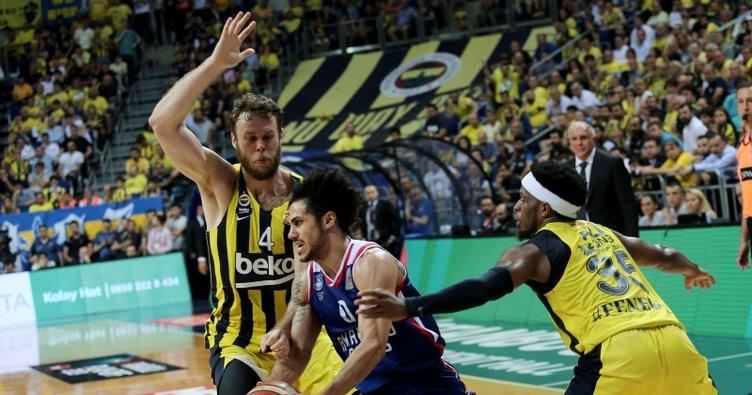 Anadolu Efes, Fenerbahçe Beko'ya fark attı
