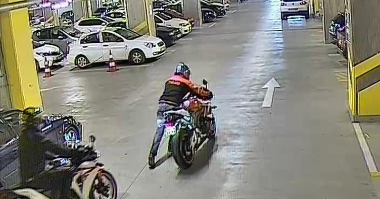 AVM otoparkından 40 bin liralık motosikleti çaldılar